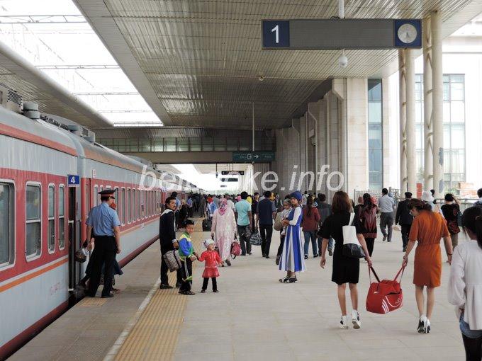 ホータン駅