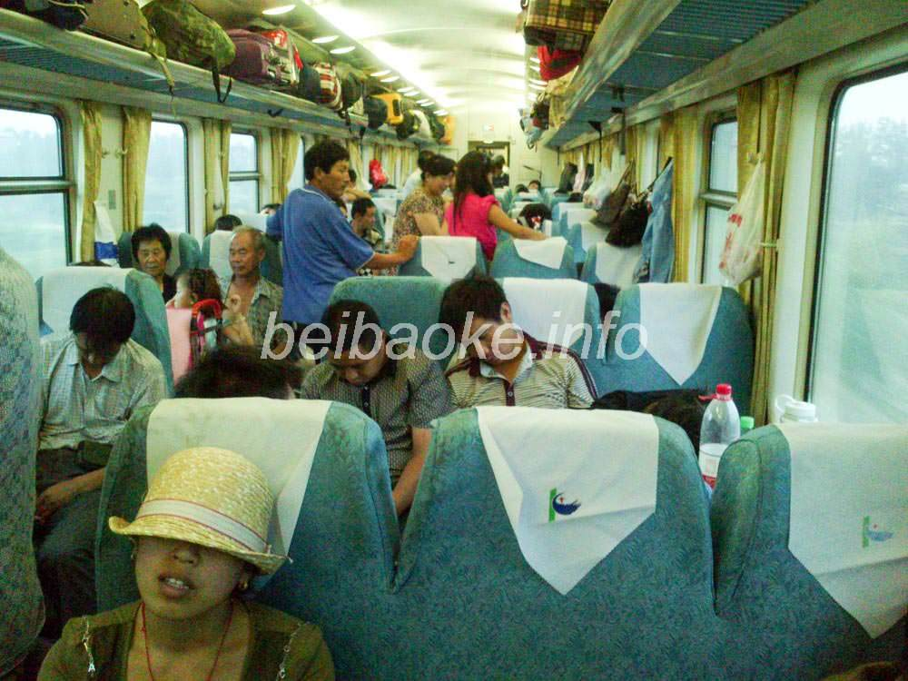 早朝の列車内