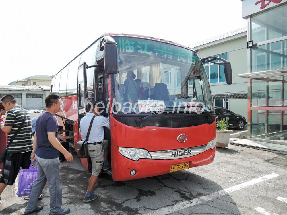 臨江行きのバス