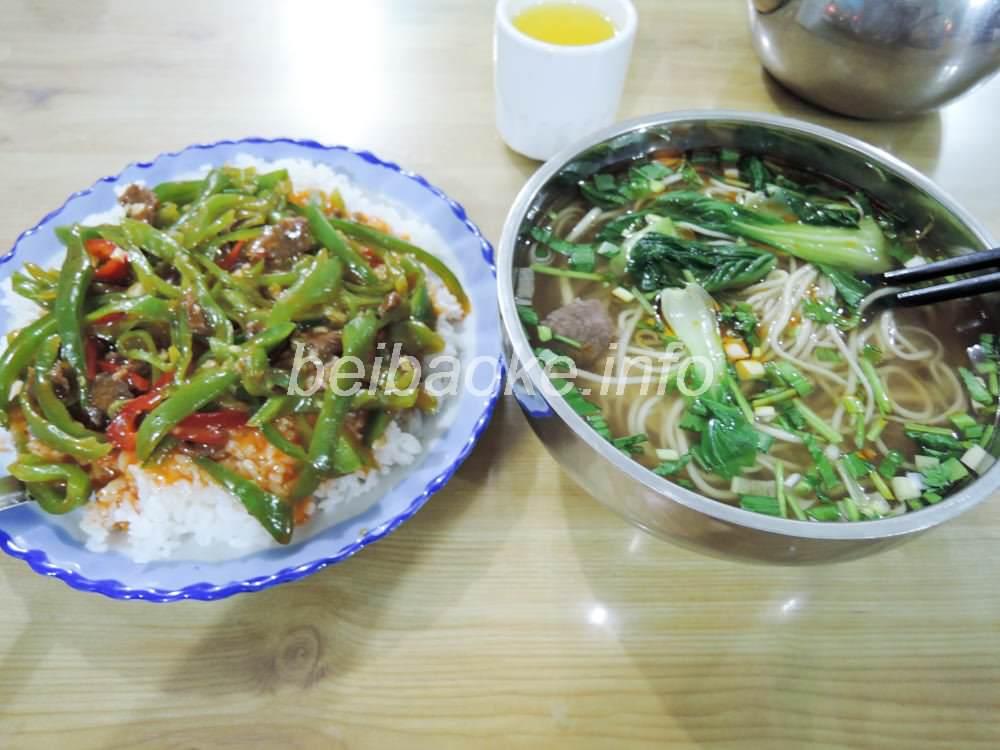 青椒肉絲蓋飯と青菜拉麺