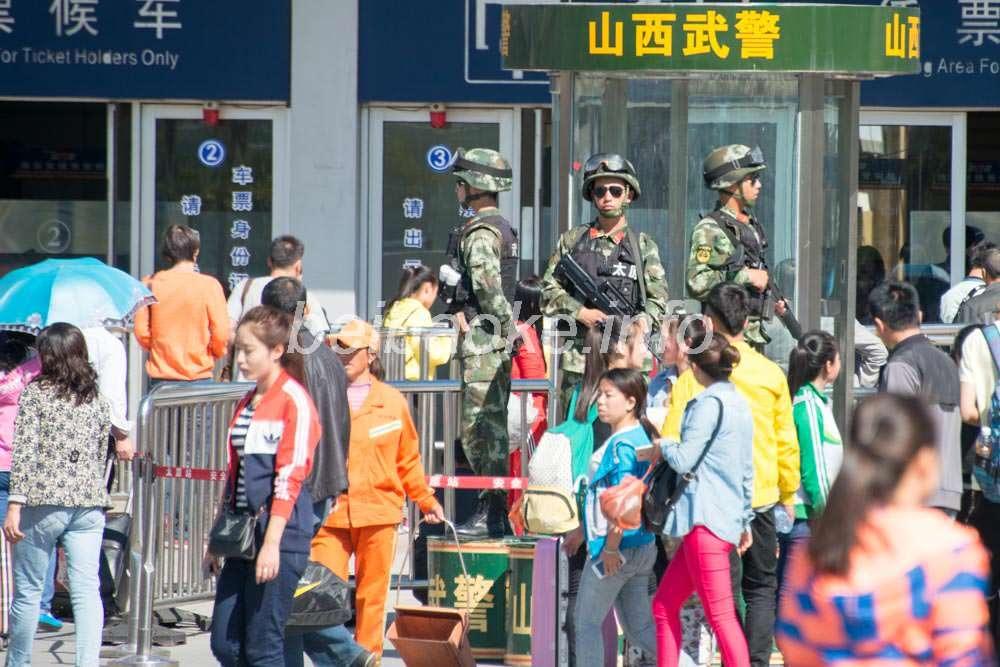 太原駅前の武警