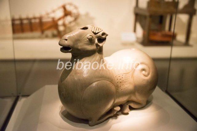 青瓷羊形燭台