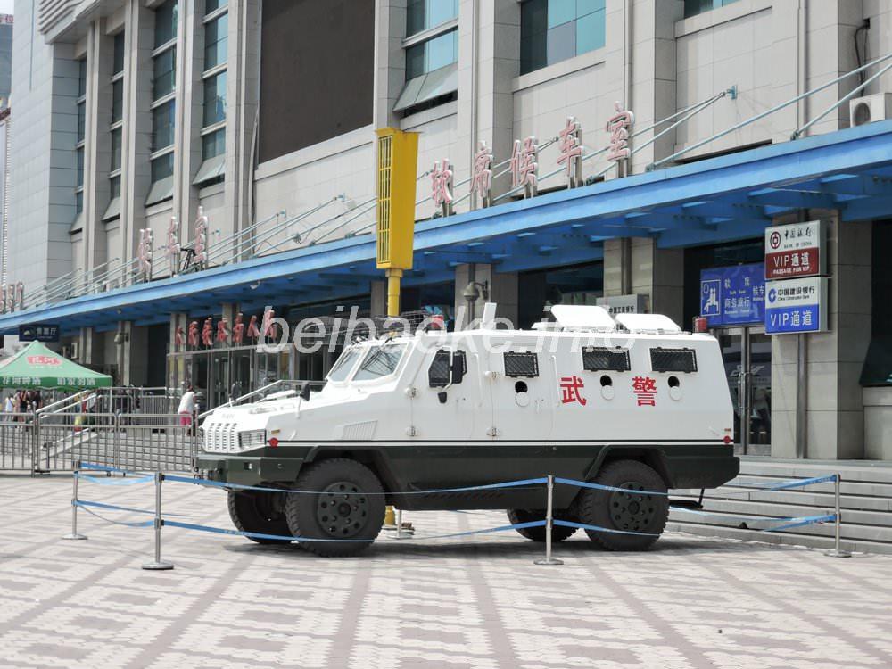 武警の装甲車