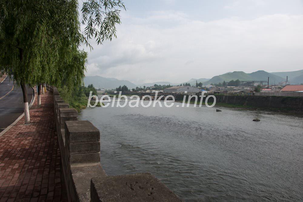 鴨緑江(右奥が北朝鮮)