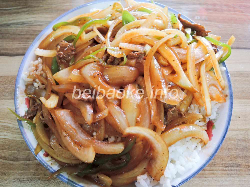 洋葱炒肉蓋飯