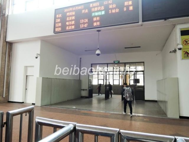 鄭州駅改札口